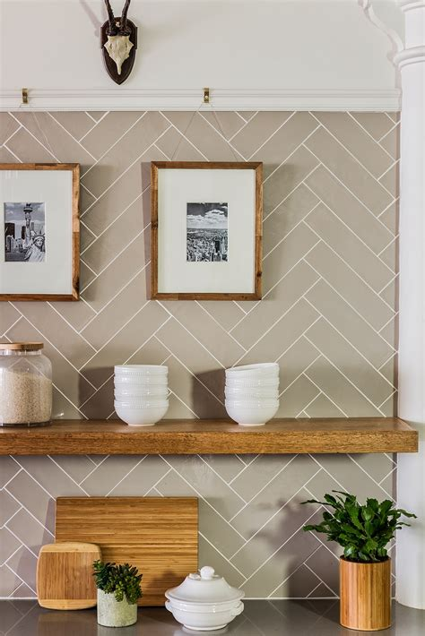 kitchen backsplash subway tile patterns subway tile in herringbone pattern sabbespot a leather