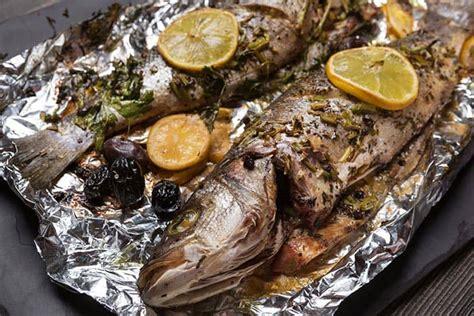 cocinar lubina al horno pescado al horno 13 recetas f 225 ciles y saludables
