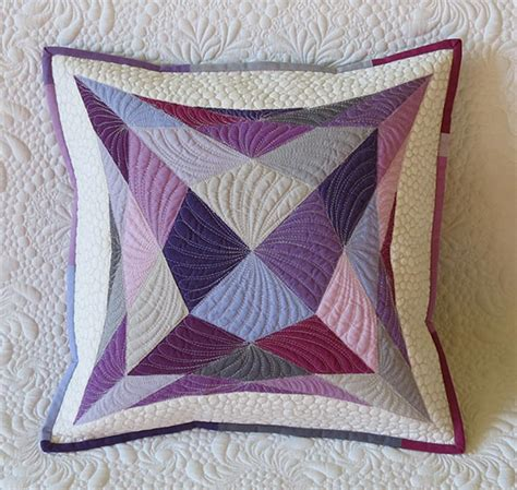 Quilt Pillow Patterns by Simple Geometric Applique Pillow Quilt Pattern