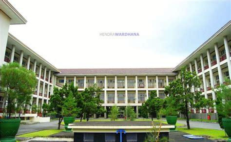 universitas desain indonesia gedung pusat ugm bangunan modern pertama di indonesia