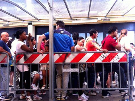 questura di roma ufficio immigrazione via teofilo patini roma un giorno in questura tra realt 224 e bisogni