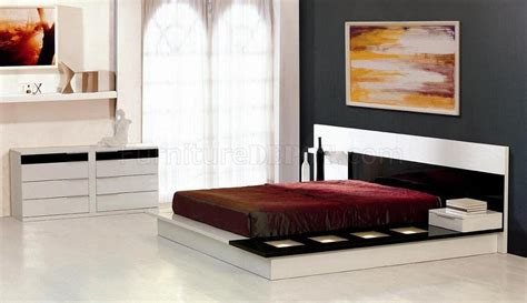 White And Black Gloss Bedroom Furniture Black And White Gloss Finish Contemporary Bedroom Set