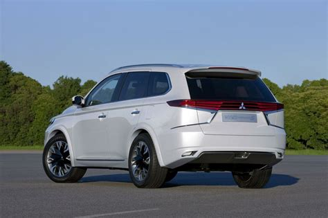 mitsubishi reveals new design package for 2015 outlander