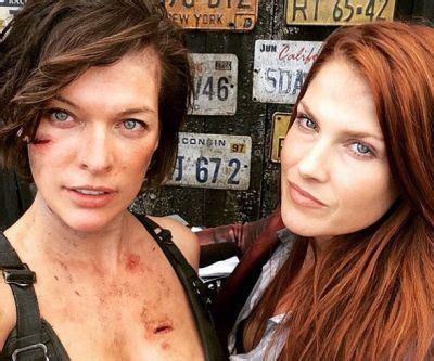 milla jovovich and ali larter pose in new resident evil