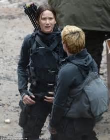 Natalie Dormer Kiss Jennifer Lawrence Plants A Kiss On Josh Hutcherson As They