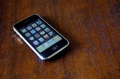 phone on the table the black lounge aut viam inveniam aut faciam