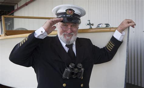 captain clothing file veteran seaman in captain salutes