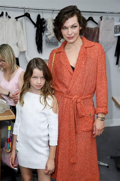 milla jovovich daughter milla jovovich takes her mini me daughter to paris fashion