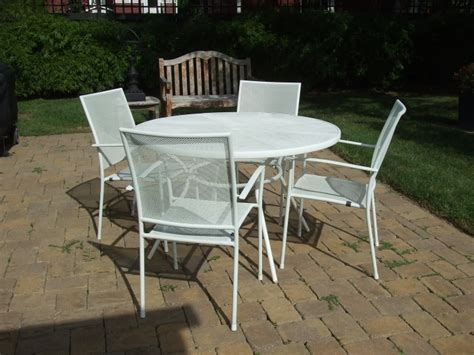 Outdoor White Mesh Metal Table Chairs White Metal Outdoor Furniture