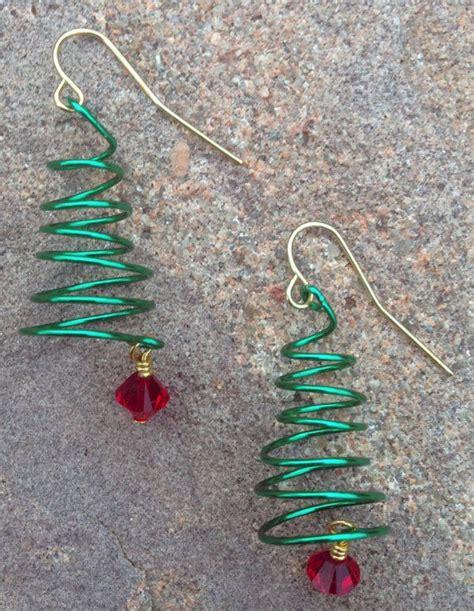 memory wire 4 12 ft christmas tree wire wrapped tree earrings by scissorsandpearls on etsy 12 00 t 248 j og smykker