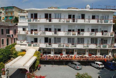 hotel a savona vicino al porto hotel cristallo albergo moderno ed elegante hotel