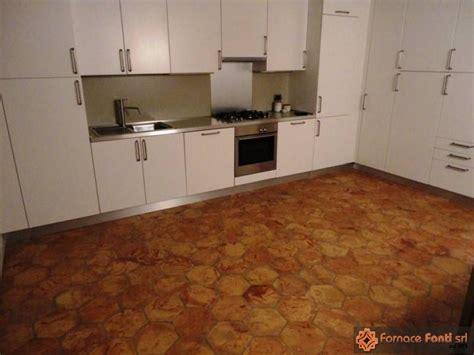 pavimento esagonale pavimento in esagono catalogo pavimenti in cotto