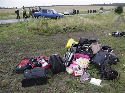 malaysia airlines mh 17 crash looters stole cash credit cards and jewelry from flight