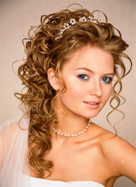 Hairstyles For Curly Hair For A Wedding by Heavy And Curly Hairs Suits Thin Hairzstyle