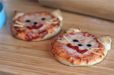 cat face funny pizza image