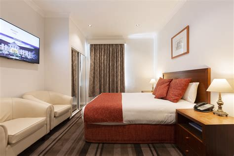 accommodation  canberra city heritage room mercure