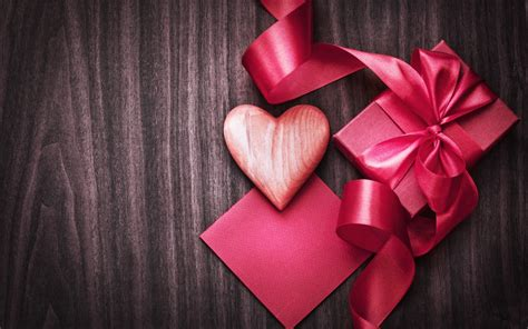 wallpaper gift gift a red heart images to lover hd pics for mobile whatsapp