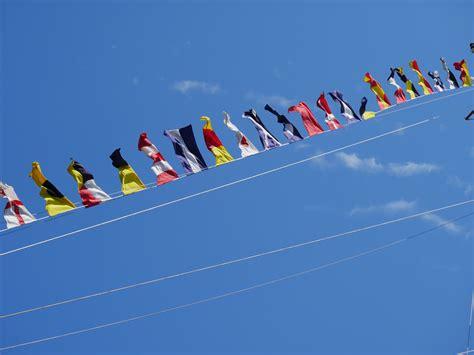 Mainan Perahu Sailing Boat gambar sayap langit garis pelayaran biru mainan