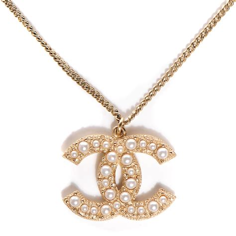 chanel pearl cc pendant necklace gold 104393