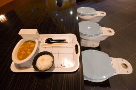 los angeles toilet themed restaurant serves bloody number