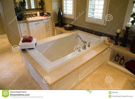 stanze da bagno di lusso stanza da bagno domestica di lusso immagine stock