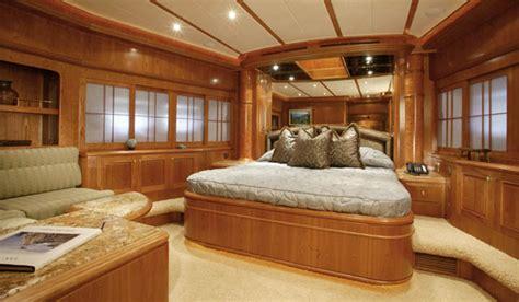 u boat captains quarters review horizon 105 tri deck motoryacht horizon yacht