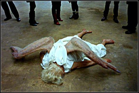 imagenes impactantes de un angel caido un angel cae del cielo en londres encuentran al angel