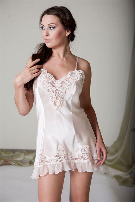lingerie de satin 421 best slip images on pinterest shirts satin lingerie
