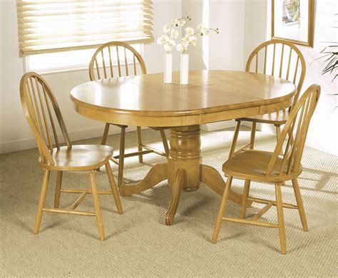 Worcester Round Extending Dining Table And 4 Chairs Dining Table With Chairs