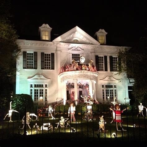 Awesome Creepy Halloween Decorations Designs