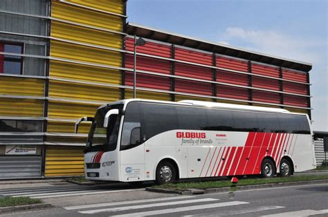 volvo global volvo 9700 von global travel hungary im mai 2015 in krems