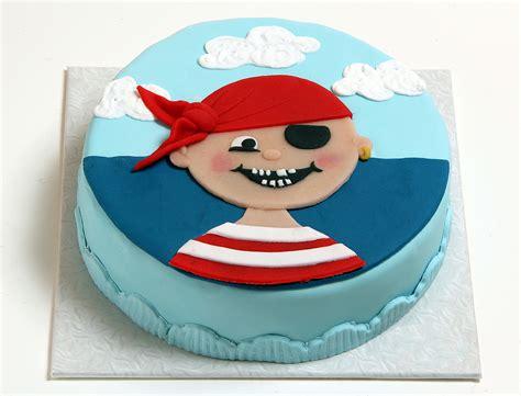 kuchen kindergeburtstag bestellen piratenkopf torte kindertorten versand shop