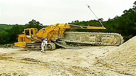 world s largest trencher giant rock cutters trencor t1860 chain trencher youtube