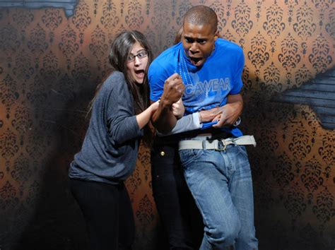 haunted house funny pictures niagara falls haunted house fear factory funny pictures of scared people 3