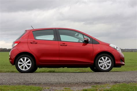 toyota yaris hatchback review parkers