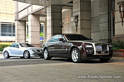 roll royce malaysia rolls royce ghost spotted in klcc twin tower malaysia on