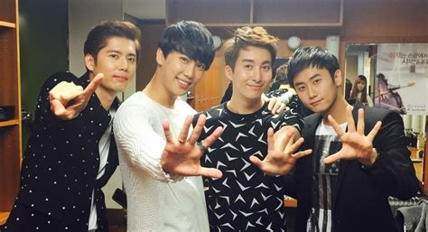 imagenes coreanas de ss501 ss501 greets fans as a group in a 4 member reunion