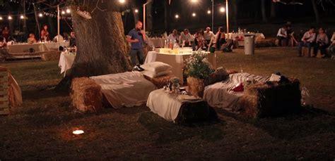 banchetto matrimonio matrimonio nel bosco green con fiori di co e cibo a km 0