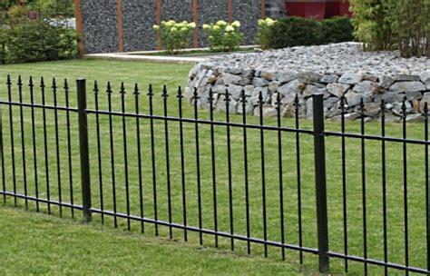 gartenzaun metall mit steinen gefüllt zaun gartenzaun schmuckzaun schmiedezaun eisenzaun modell