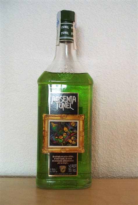 absinthe color absinthe se absenta tunel green