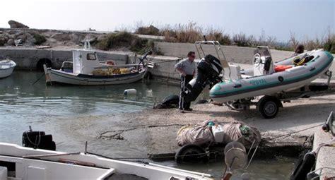 botar un barco que es las ras y los remolques equipamiento a bordo