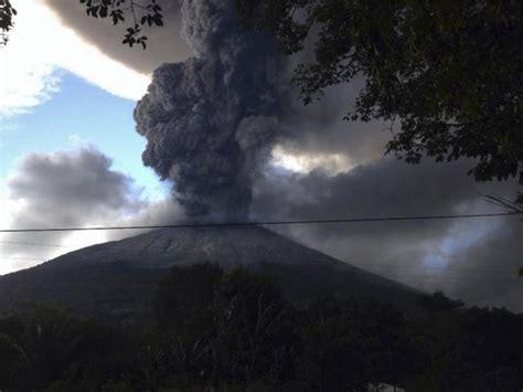 el salvador el salvador begins evacuations near volcano ny daily news