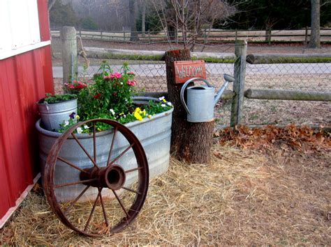 Wagon Wheel Decor Garden Rusted Wagon Wheel In Barnyard Corner Vignette Gardens Pinterest Wagon Wheels Vignettes