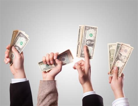how much does interior designer earn from a renovation