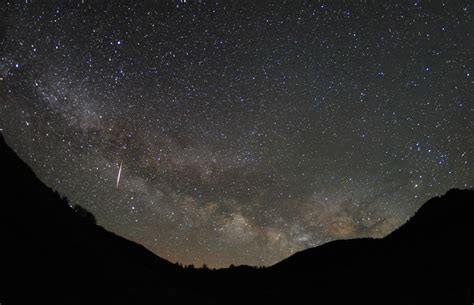 Tonight S Meteor Shower Time by Lyrids Meteor Shower 2014 Peaks Tonight Where To