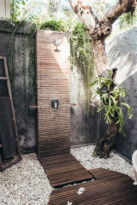 outdoor shower 50 stunning outdoor shower spaces that take you to urban