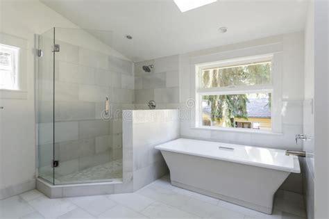 badezimmer 3m2 modern bathroom with shower and bathtub stock image