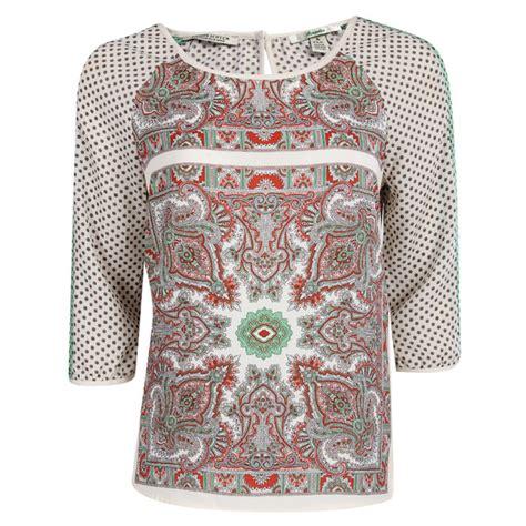 Get Bushs Paisley Look by T Shirt Womens White Paisley Pattern Satin T Shirt