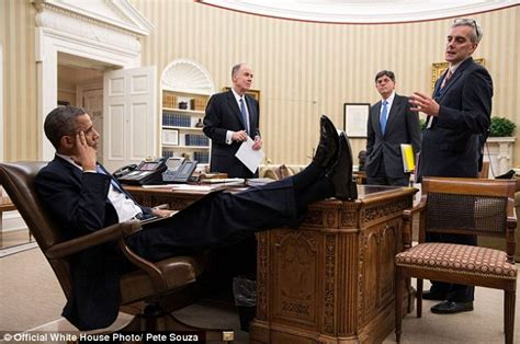 obama resolute desk nitonyeni get your the table mr president obama s laid back style revealed in