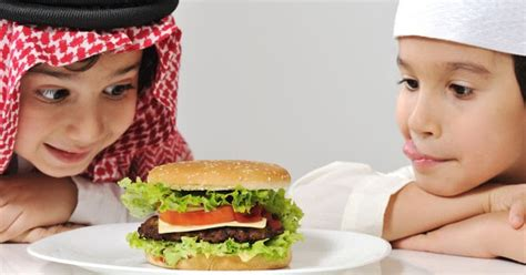 makanan  sebaiknya tidak dikonsumsi  puasa